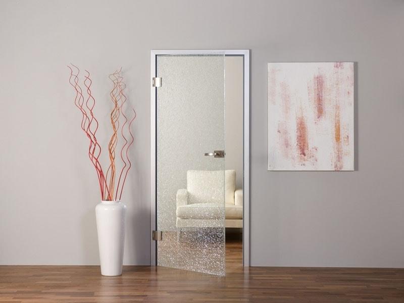 Распашные стеклянные двери фото