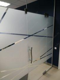 Стеклянная перегородка с маятниковой дверью PWD-8