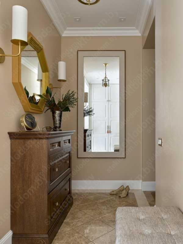 Зеркало в прихожей на всю стену